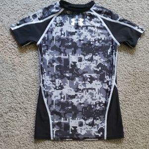 Boys youth under armour heat gear shirt.